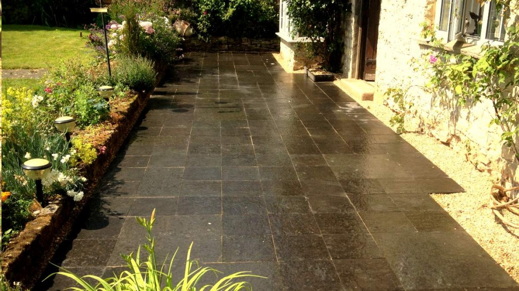 Slate patio, Northamptonshire by Indigo Landscape