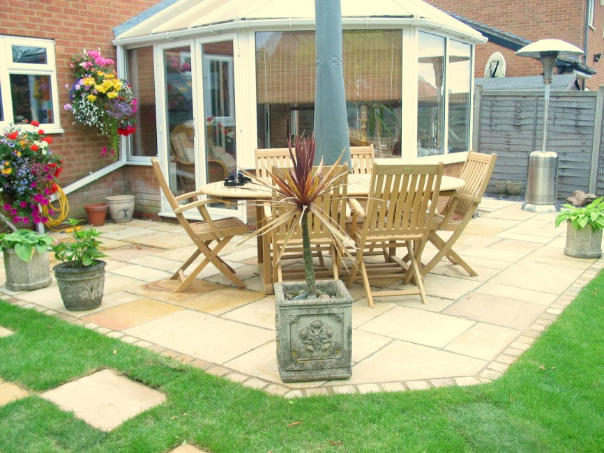 Octagon patio by Indigo, Northamptonshire